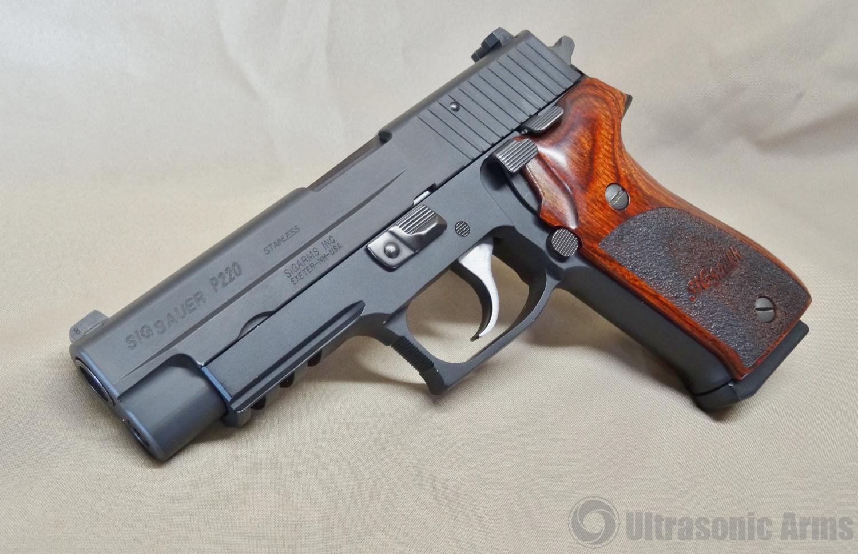 SIG-Sauer-P220-1